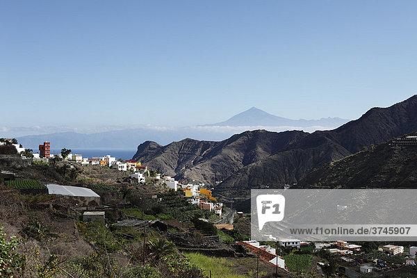 Hermigua  La Gomera  hinten Teide auf Teneriffa  Kanaren  Kanarische Inseln  Spanien  Europa