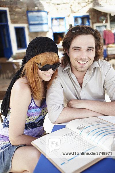 Lesekarte für junge Paare