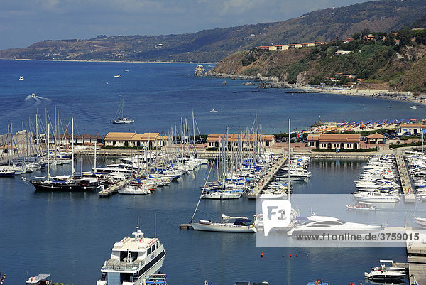 Jachthafen  Urlaubsort Tropea  Kalabrien  Süditalien  Italien