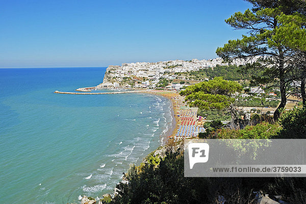 Bright white buildings of Peschici  Apulia  Southern Italy