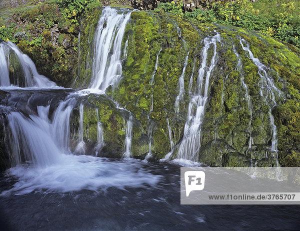 Kleine Wasserfallstufen des Flusses Rau_·  Nähe Hof Stöng  Island