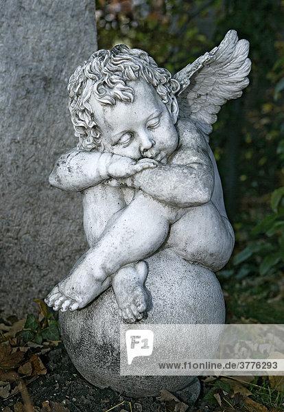 Schlafende Putte  Grabstein  Friedhof