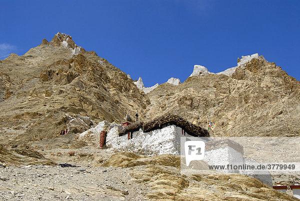 Altes Fort Dzong auf dem Berg und Kloster Shegar Tibet China