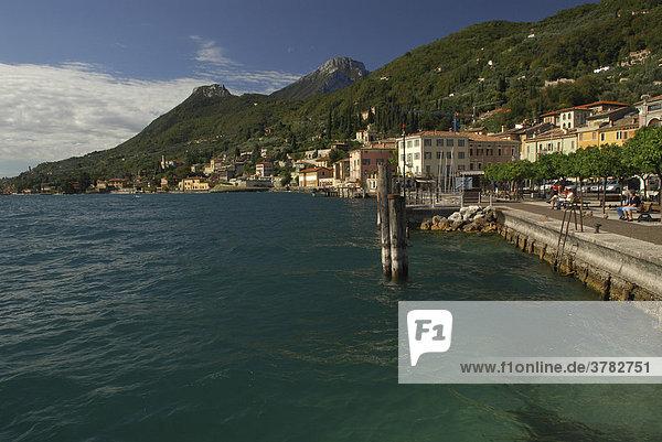 Mole in Gargnano mit Blick auf den Monte Castello  Gardasee  Italien