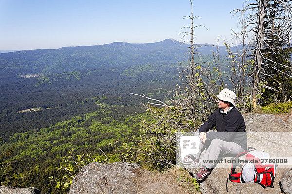 Blick vom Kleinen Falkenstein zum Großen Arber  Nationalpark Bayerischer Wald  Niederbayern