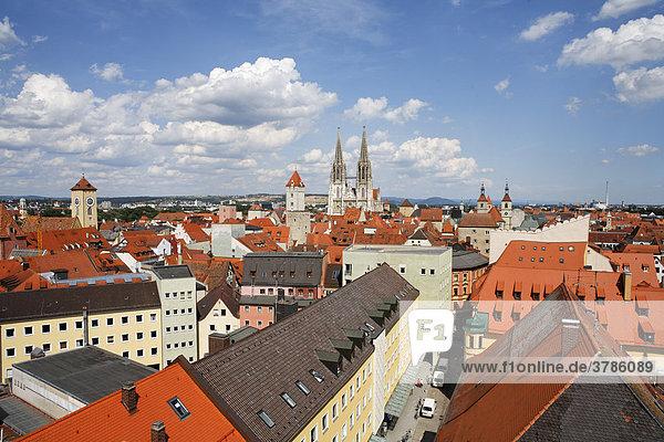 Gesandtenstraße  Blick vom Turm der Dreieinigkeitskirche  Regensburg  Oberpfalz  Bayern