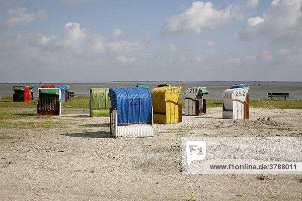 Strandkörbe am Strandbad von Dornumersiel  Ostfriesland  Niedersachsen  Deutschland