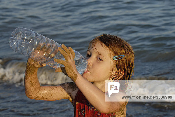 Girl 4 years ol is drinking water