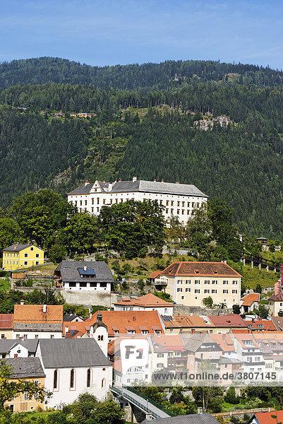 Schloss der Fürsten Schwarzenberg über Murau im Murtal Steiermark Österreich