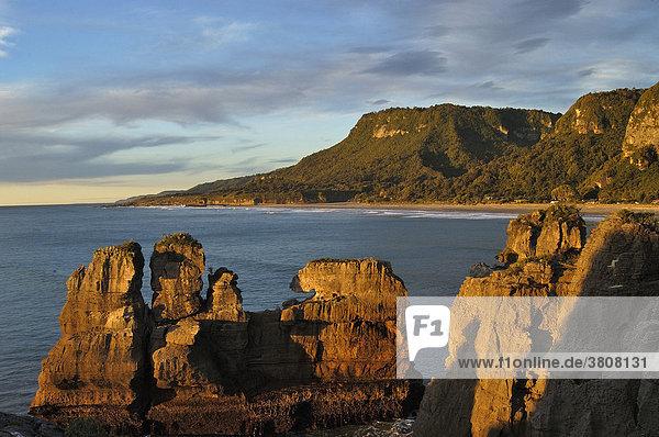 Pancake Rocks bei Sonnenuntergang  Paparoa NP  Südinsel  Neuseeland