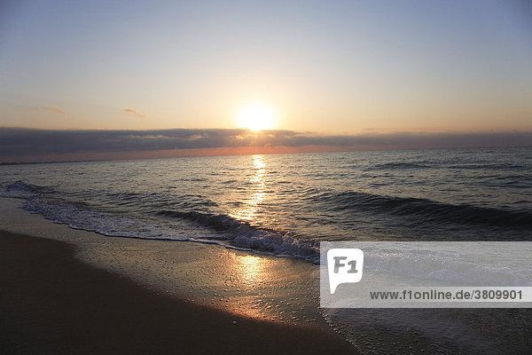 Sonnenaufgang an der Küste von Hammamet  Tunesien