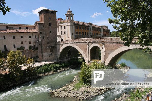 Ponte Fabricio  erbaut 62 v. Chr.  älteste benutzbare Brücke über den Tiber  Rom  Italien