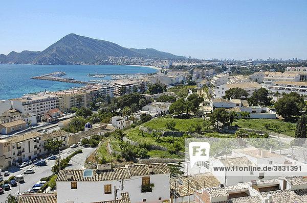 Blick von Altea zum Hafen und L`Albir mit der Skyline von Benidorm  Costa Blanca  Spanien