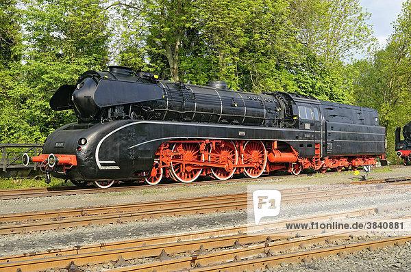 Dampflokomotive Nr. 10 001  Deutsches Dampflokomotiv-Museum  Neuenmarkt  Franken  Bayern  Deutschland  Europa