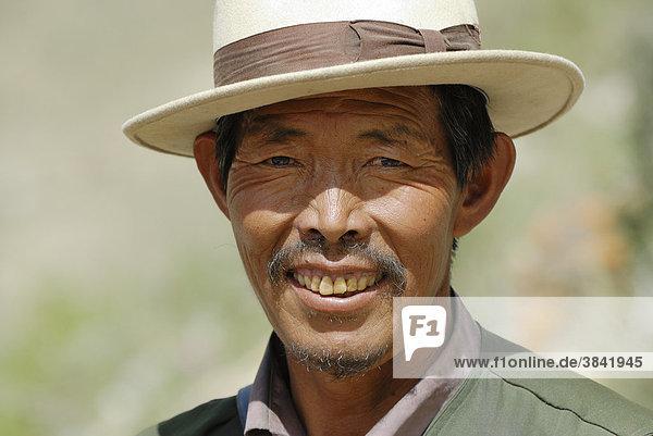 Tibetischer Mann  Festung Yumbulagang  Yarlung-Tal  Tsetang  Tibet  China  Asien