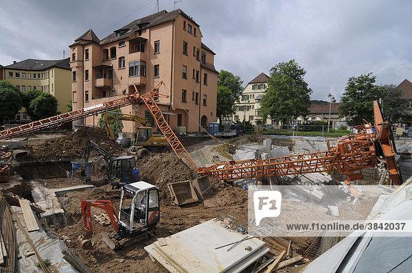 Baukran stürzt in Baugrube  Plochingen  Baden-Württemberg  Deutschland  Europa