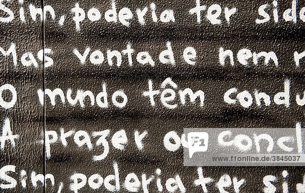 Auf eine Bautafel geschriebenes Gedicht von Fernando Pessoa  Lissabon  Portugal  Europa