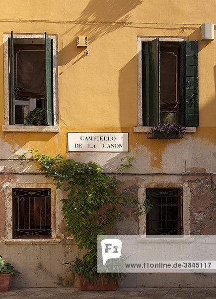 Hausfassade am Campiello de la Cason  Stadtviertel Canareggio  Venedig  Venetien  Italien  Europa Hausfassade