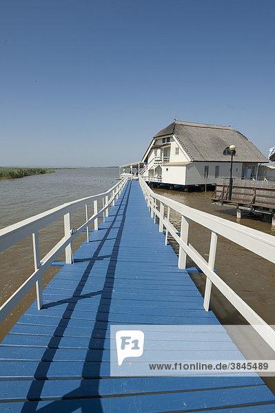 Blauer Steg  Siedlung Huas im See  Neusiedler See  Fertö  Ungarn  Europa