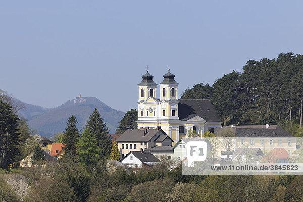 Blick zur Wallfahrtskirche Hafnerberg im Frühling  Triestingtal  Niederösterreich  Österreich  Europa