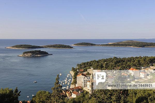 Blick auf den Ort Hvar von der Festung Spanjola aus  Insel Hvar  Kroatien  Europa