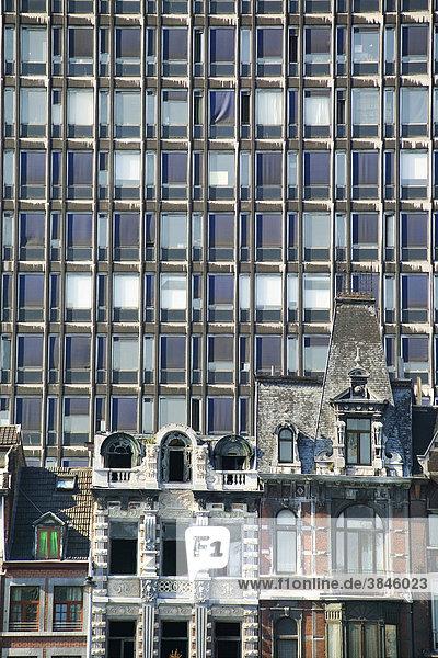 Jugendstilhäuser an der Maas  dahinter ein Hochhaus  Quai de la Goffe  Lüttich  LiËge  Wallonien  Belgien  Europa