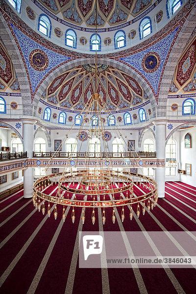 Innenansicht der Ditib-Merkez-Moschee  die größte Moschee in Deutschland  Duisburg-Marxloh  Nordrhein-Westfalen  Deutschland  Europa Innenansicht der Ditib-Merkez-Moschee, die größte Moschee in Deutschland, Duisburg-Marxloh, Nordrhein-Westfalen, Deutschland, Europa