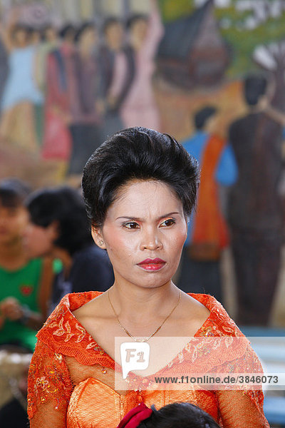 Frau der Batak-Kultur  Gast einer Hochzeitszeremonie  Siantar  Batak Region  Sumatra  Indonesien  Asien