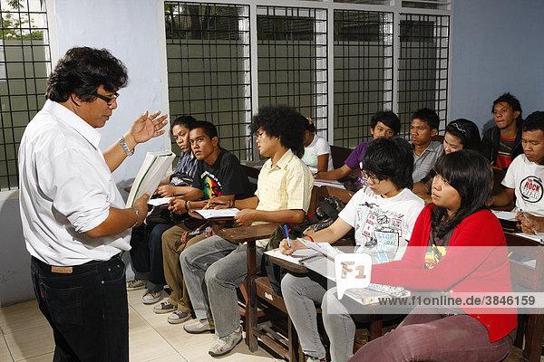 Studenten in der Vorlesung  Dr. Nommensen Universität  Medan  Sumatra  Indonesien  Asien