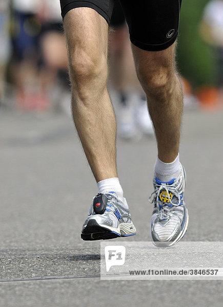 Marathonläufer  Laufschuhe  Champion Chip Zeitmesschip am Schuh