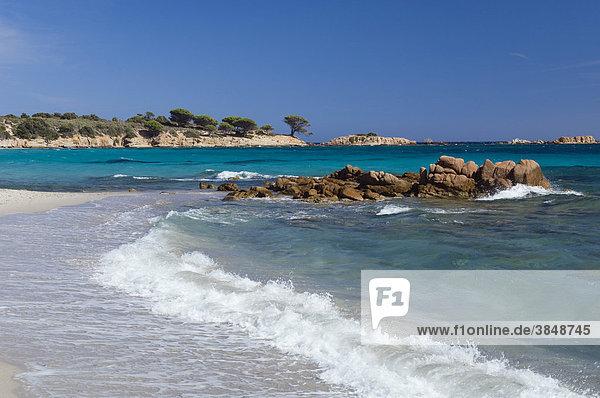 Brandung am Strand  Palombaggia  Ostküste  Insel Korsika  Frankreich  Europa