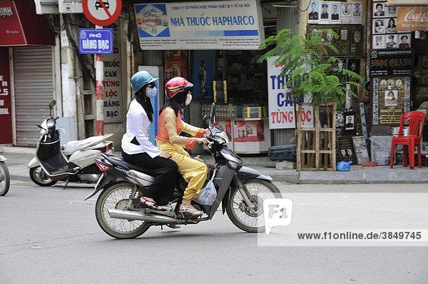 Frauen auf Motorrad  Hanoi  Vietnam  Südostasien