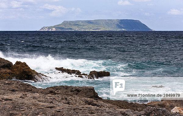 Blick von Pointe des Chateaux zur Insel La Desirade  Dependance der Insel Guadeloupe  Französische Antillen  Kleine Antillen  Karibik