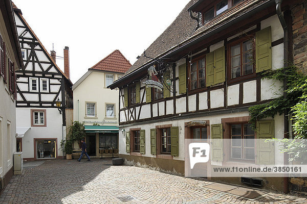 Fachwerkhäuser in der Altstadt von Neustadt an der Weinstraße  Rheinland-Pfalz  Deutschland  Europa