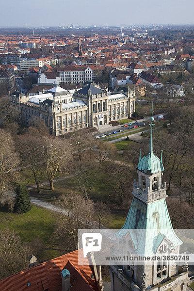 Neues Rathaus  Blick auf das Landesmuseum  Hannover  Niedersachsen  Deutschland  Europa