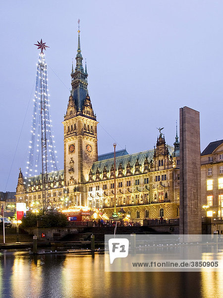 Rathaus  Weihnachtsmarkt  Hansestadt Hamburg  Deutschland  Europa