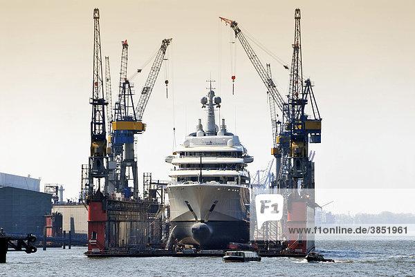 Die Megayacht Eclipse im Schwimmdock von Blohm und Voss im Hamburger Hafen  Deutschland  Europa