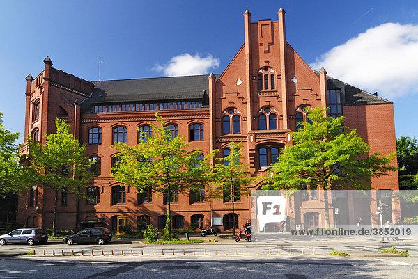 Das Wilhelmsburger Rathaus an der Mengestraße in Wilhelmsburg  Hamburg  Deutschland  Europa