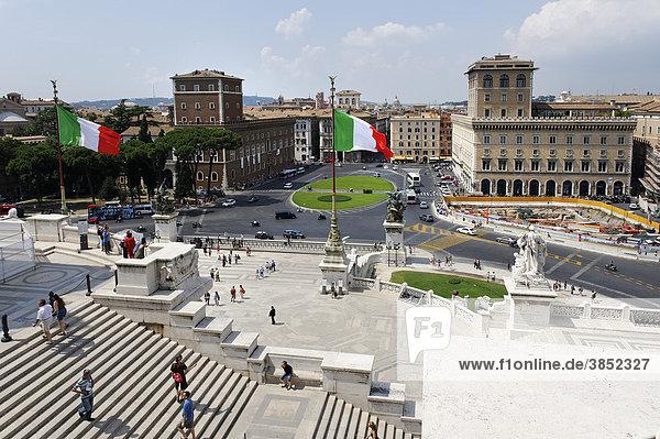 Aussicht vom Denkmal Vittorio Emanuele zur Piazza Venezia  il Vittoriano  Rom  Italien  Europa