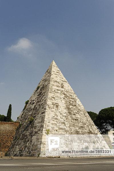 Cestius Pyramide  Piramide di Caio Cestio  Piazzale Ostiense  Rom  Italien  Europa