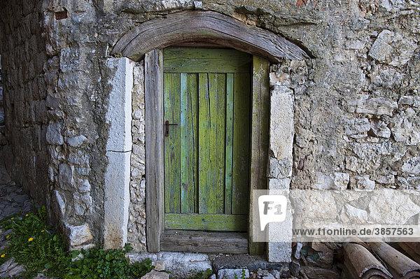 Holztür  Lubenice  Insel Cres  Kroatien  Europa