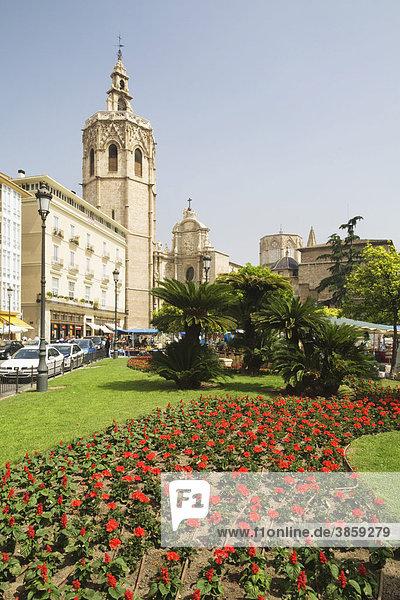 Plaza de Reina  hinten die Kathedrale  Valencia  Comunidad Valencia  Spanien  Europa