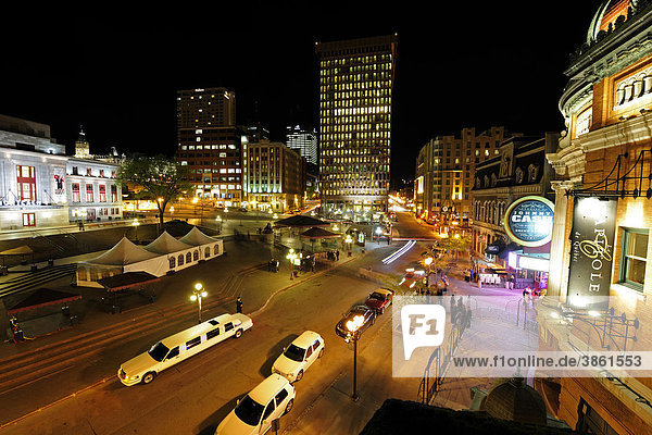 Nachtleben auf der Place d'Youville  Quebec Stadt  Quebec  Kanada