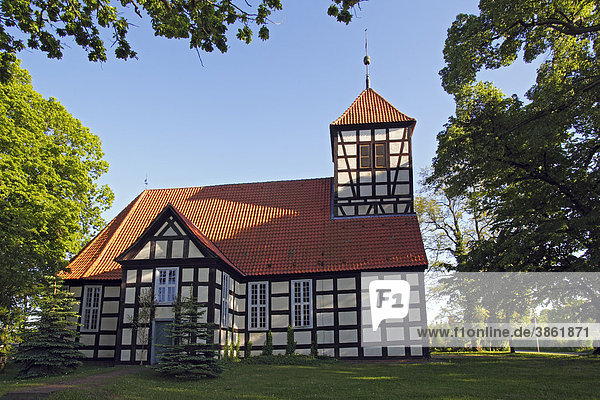 Historische Luckower Dorfkirche von 1725 - 1726  barocke Fachwerkkirche  Luckow  Landkreis Uecker-Randow  Mecklenburg-Vorpommern  Deutschland  Europa
