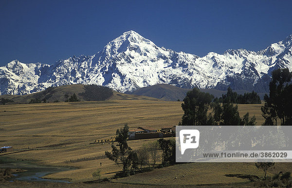 Berglandschaft bei Chincheros im Urubambatal  Heiliges Tal der Inka  Südperu  Peru  Südamerika