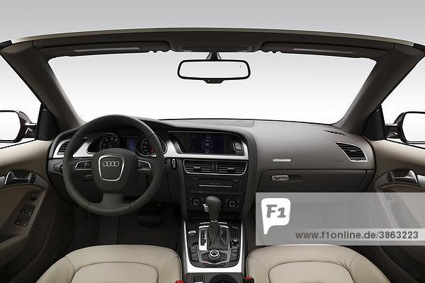 2011 Audi A5 Cabriolet 2.0T in braun - Dashboard  Mittelkonsole  Getriebe-Shifter-Ansicht
