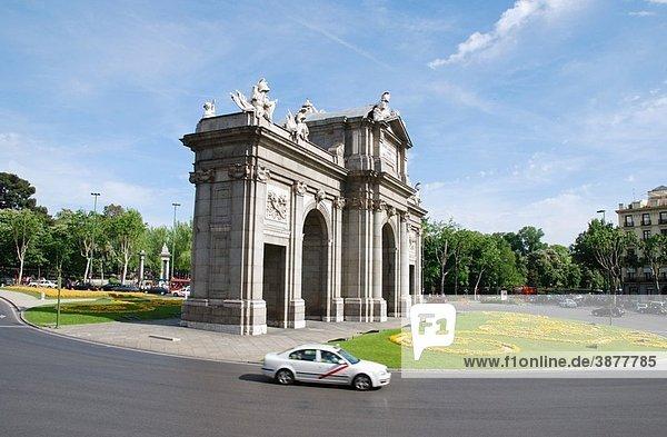 Puerta de Alcal?  Independencia Square. Madrid  Spain.