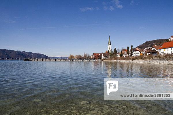 Sipplingen am Bodensee mit historischem Ortskern  Pfarrkirche St. Martin und Hafen vom Wasser aus  Überlingersee  Bodenseekreis  Baden-Württemberg  Deutschland  Europa