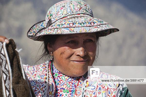 Portrait einer peruanischen Frau  Colca Canyon  Peru  Südamerika