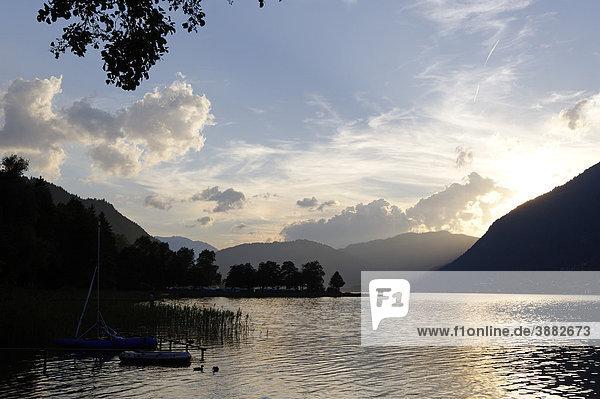 Sonnenuntergang am Ossiacher See  Südufer  Kärnten  Österreich  Europa